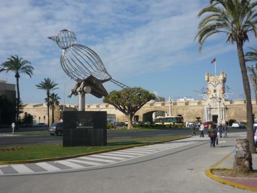 Puerta tierra y el pájaro de la libertad